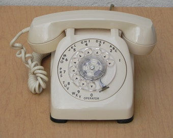 Automatic Electric Classic Dial Desk Phone in Almond
