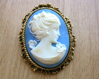Vintage 60s Florenza Style Cameo Brooch Pin