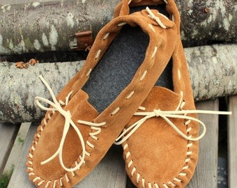Brown Leather Moccasins for Women - Mens Spring Footwear - Suede Leather Slippers - Gift for Mom - Summer Footwear - Paw Print