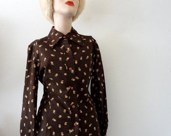 SALE - 1970s Blouse / Floral Print Fitted Shirt / Chocolate Orange