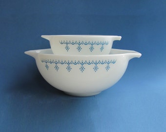 Pyrex Snowflake Blue Cinderella Bowl 443 Mixing Bow 2 1/2 Quart In Stock,  Smaller 441 - 1 1/2 Pint SOLD