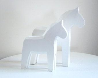 White Dala Dalarma Horse 7 inches High, White Wash Wooden Horse Figurine, Swedish Dala Horse Decor, Supply, Photo Prop, Jewelry Display