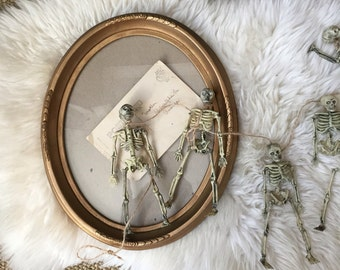 vintage wall hanging gold regency style oval picture frame / carved
