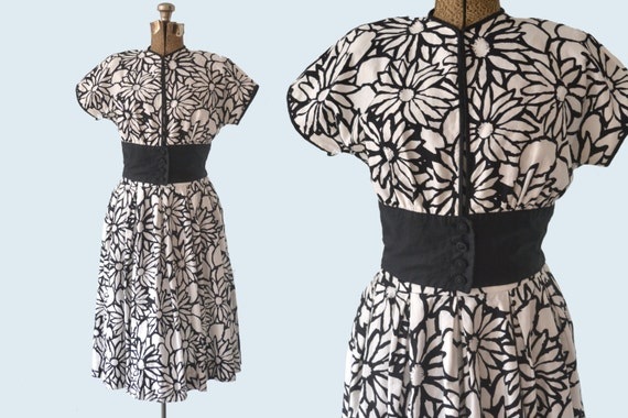 1950s Black and White Flower Sun dress size M