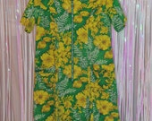 1960's Vintage Tiki Green with Yellow Hibiscus Hawaiian Housedress / Muumuu with Pockets