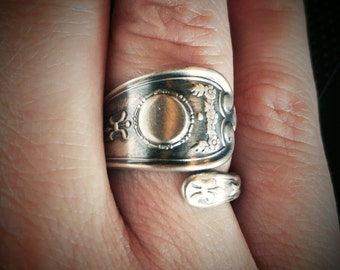 Sterling Silver Spoon Ring, Petite silver Ring, Antique Weidlich Silver, Garland Flower, Handcrafted Ring, Personalized Ring Size (6128)