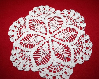 Vintage Hand Crocheted Doily- Pineapple design- 7.5 inch
