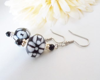 Black and White Earrings, Lampwork Glass Jewelry, Black Beaded Earrings, White Black Earrings, Silver Black Jewelry, Handpainted Earrings