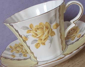Vintage Art Deco Teacup, Royal Standard Yellow rose tea cup and saucer, Pale yellow tea cup, English tea cup, Antique bone china teacup