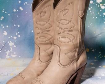 30% OFF FRYE Women's White Cowboy Boot Size 7 .5