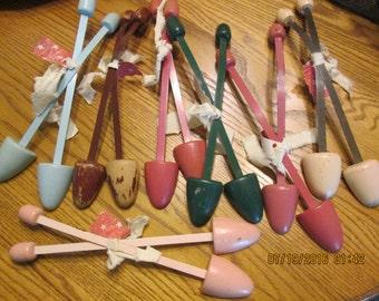 Vintage Shoe Stretchers, 7 Pairs Shoe Stretcher, Pastel Colored Shoe Stretchers, Craft Project, Ladies Accessories