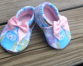 Owl  Crib Shoes / Baby Girl - 3-6 month size