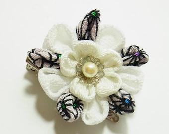 Tsumami Kanzashi flower brooch and hair clip  Kimono Chirimen crepe - AYUMI(white)