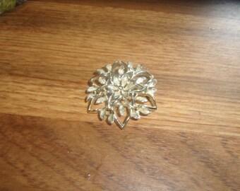 vintage pin brooch goldtone flower
