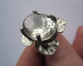 Faceted Kunzith Ring ./. Kunzith Claw setting ./. Bague Pierre ./. Sparkling Stone Ring ./. Handforged Ring ./. Made in Sweden