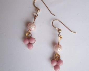 Pink Earrings ./. Small Earrings ./.Romantic Jewelry ./. Pendants d'Oreilles ./. Feminine Earrings ./.  Girlish Dangles ./. Golden and Pink