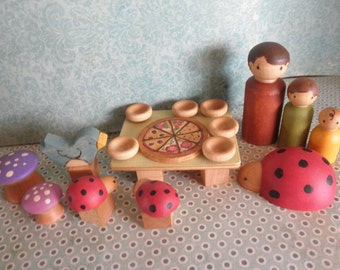 WOOD TOYS-Play Set-Pizza Party// Accessories/Story Dice-3 Peg People -Waldorf Inspired