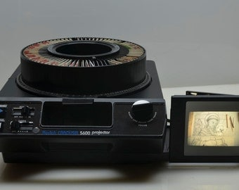 Kodak Carousel 5600 35mm Slide Projector w/Built-in Viewer Screen, Auto Timer, Remote, in Box, MINT Condition