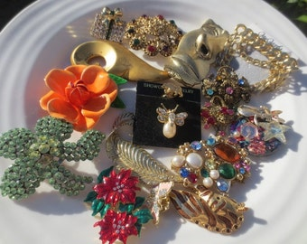 Vintage Brooch Lot Gold Multi Colored Rhinestones 17 Pins