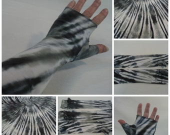 Charcoal/pewter tie dye gauntlet arm warmers.
