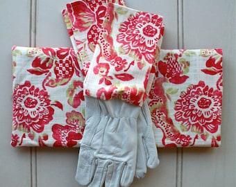 "Gardeners Giftset - Kneeling Pad & Gloves in ""Strawberry Boho"""
