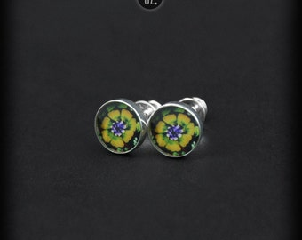 Mini Sunny Flowers - silver studs earrings - flowers graphic in resin