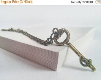 SALE -15% Vintage look key necklace - short necklace - retro necklace