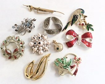 lot brooches gold tone pins 10 pcs destash  for crafts and assemblage lot J8
