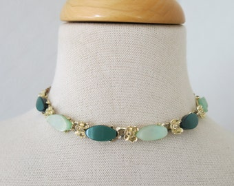 Thermoset necklace in green from the 50s