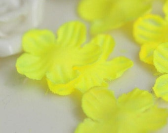 "700pcs 2.3cm 0.9"" wide yellow petal appliques patches v3ssd free ship"
