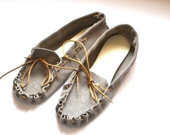 Vintage  light gray hand made suede leather moccasins size 8.5 Leather Slip on Shoes NOS new
