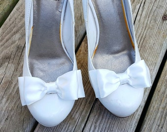 Bridal Shoe Clips, Wedding Shoe Clips, Satin Shoe Clips, Bridal Accessories, Wedding Accessories, Shoe Clips Only MANY COLORS AVAILABLE