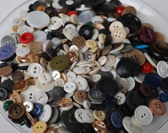 1 Pound of Vintage Mixed Buttons