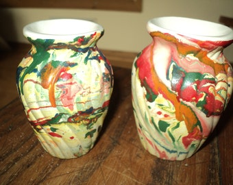 2 Retro Mini Nemadji Bud Pottery Vases with swirled designs in bright, vivid, primary colors in Very Good Condition, Southwestern Style