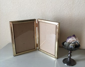 5x7 Double Hinged Vintage Picture Frame / Lovely Silvery Gold Toned Metal / Art Deco /  Perfect to Frame Pictures of Your Grandparents!