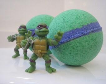 NEW-  NINJA TURTLE - Bath bombs with toy figure inside