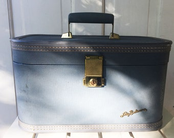 Luggage-  Lady Baltimore Light Blue Traveling Train Case Rectangular with Handle