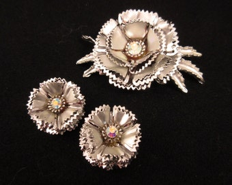 Vintage 1960's Large Silvertone Modern Floral Abstract Brooch and Earrings Set