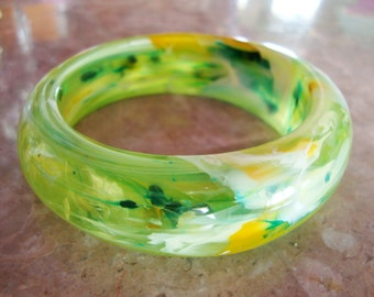 END of DAY MULTICOLOR Thick Domed Marbled Clear and Translucent Green Yellow White Tapered Heavy Solid Lucite Plastic Bangle Bracelet