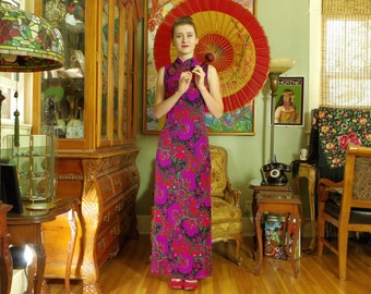 Swinging 60s Psychedelic Shift . Neon Colored Paisley Cheongsam . Hot Pink Vermilion Magenta Green Black Jersey Dress . Asian Hostess Gown .
