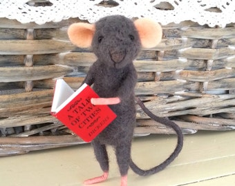 Needle felted mouse, miniature mouse, dollhouse mouse, felt mouse, reader mouse, felt mice, felt, art mouse, woolen figurine, happy mouse