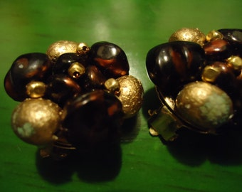 Vintage 1960s Matte Gold and Wine Cluster Clip on Earrings