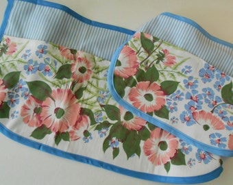 Mother Daughter  half aprons with pockets  - vintage tablecloth print