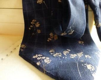 Geoffrey Beene Designer Italian Silk Tie. Dreamy Wedding Baby's Breath Navy and White Tie!!!