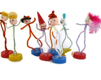 vintage kitsch, pipe cleaner people with bases, 8 count, birthday, Christmas decor, 1950's
