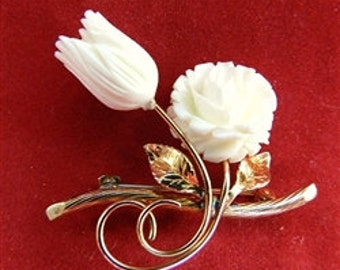 Antique Gold Winard Carved Roses pin - beautiful Estate Jewelry