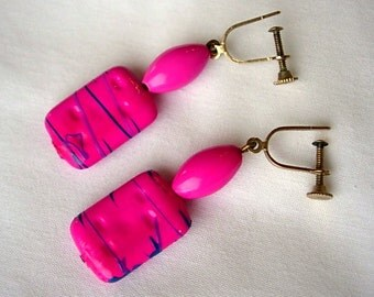Fuchsia Vintage Earrings Lucite Retro Mod Opaque Neon Hot Pink Bubble Gum Dimpled Purple & Blue Accents Dangle Screw Back Groovy Psychedelic