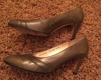 Vintage green Ferragamo heels