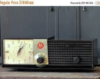 Clearance Vintage Motorola Alarm Clock Radio, Brown, Volumatic, Electronics, Collectible