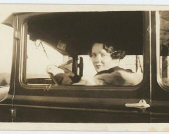 Need a Ride? 1920s Vintage Snapshot Photo [65456]